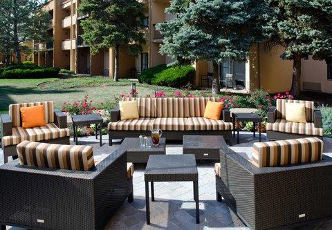 Courtyard By Marriott Kansas City Hotel - Outdoor Patio
