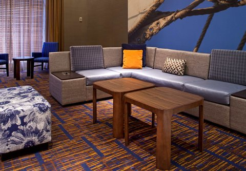 Courtyard By Marriott Downtown Baltimore Hotel - Lobby