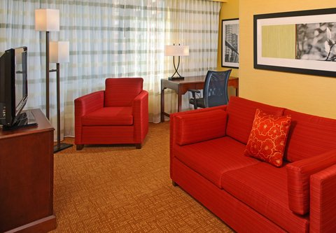 Courtyard By Marriott Downtown Baltimore Hotel - King Suite Living Room