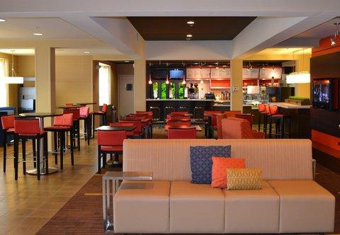 Courtyard Colorado Springs South - Lobby Dining Area