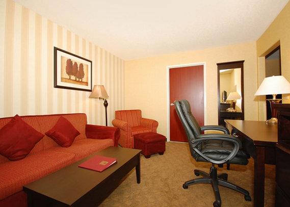 Comfort Suites Suite