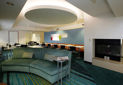 SpringHill Suites Anchorage Midtown - Lobby