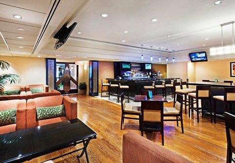 Chattanooga Marriott Downtown - Kicks  Lounge Seating Area
