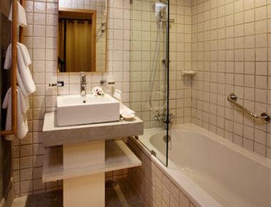 Ramada Phuket South Sea - Premium Bathroom