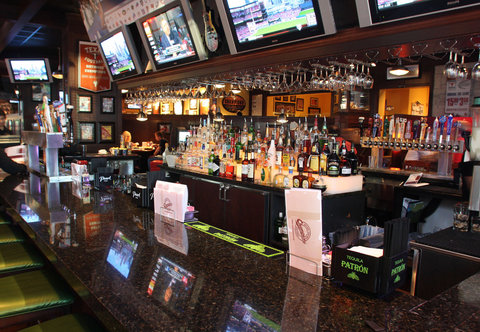 Courtyard By Marriott Austin Downtown/Convention Center Hotel - Champions Sports Bar