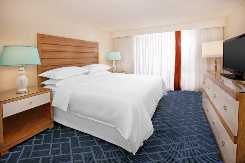 Sheraton Safari Hotel & Suites Lake Buena Vista Suite