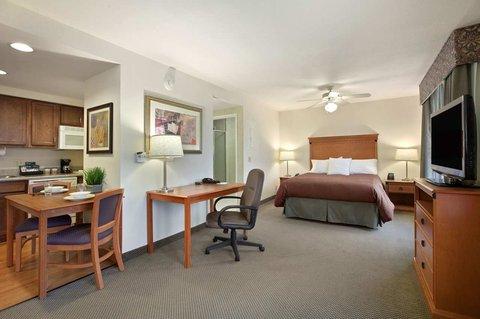 Homewood Suites by Hilton CincinnatiMilford - Queen Studio Suite