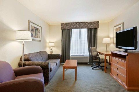 Homewood Suites by Hilton CincinnatiMilford - Suite Living Room