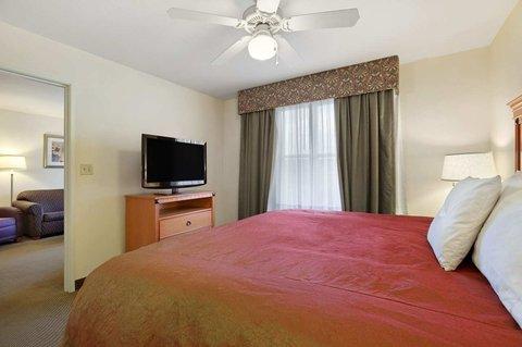 Homewood Suites by Hilton CincinnatiMilford - King Suite Bedroom