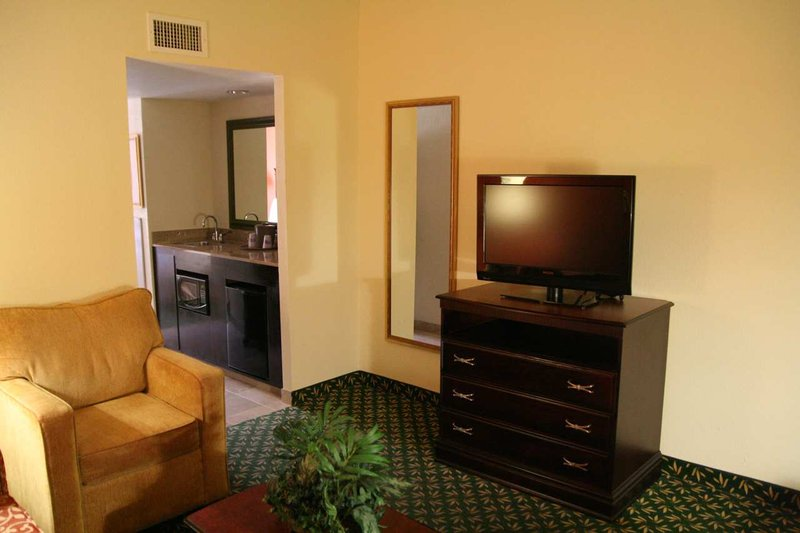 Hampton Inn Dallas-Ft. Worth Airport South, TX Suite