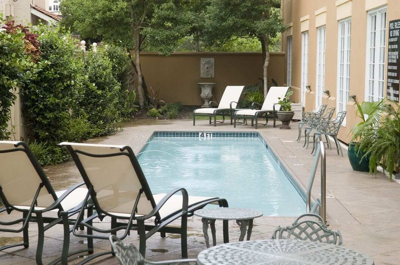 Hampton Inn New Orleans/St.Charles Ave Zwembadaanzicht