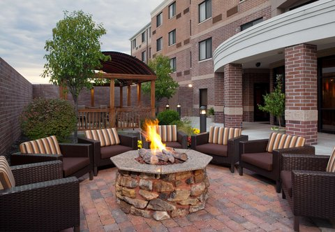 Courtyard Columbia - Outdoor Fire Pit