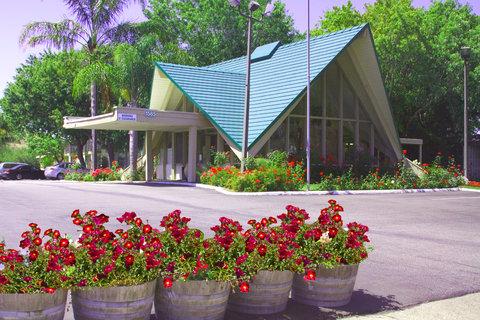 Rose Garden Inn - Rose Garden Front
