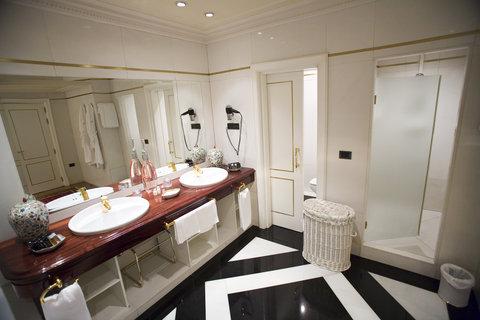 Ercilla Lopez De Haro Hotel - bathroomsuite21