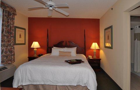 Hampton Inn & Suites Nashville - Green Hills - King Suite Guestroom