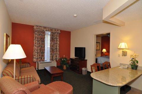 Hampton Inn & Suites Nashville - Green Hills - Suite Living Area