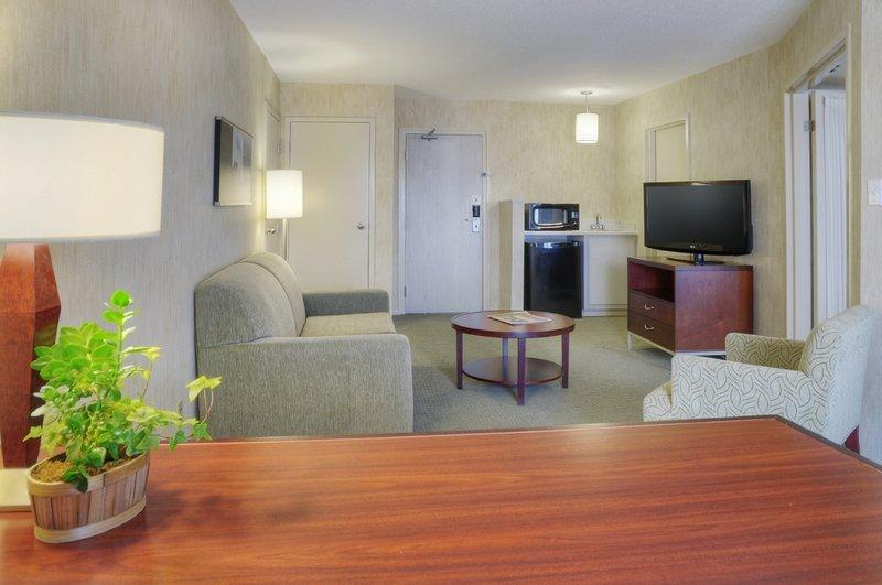Quality Suites Montreal Aeroport Billede af værelser