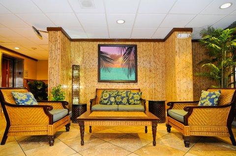 BEST WESTERN PLUS Oceanside Inn - Hotel Lobby