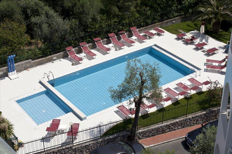 Hotel Garden Poolansicht