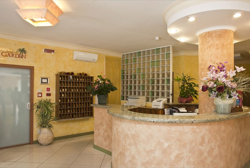 Hotel Garden Lobby