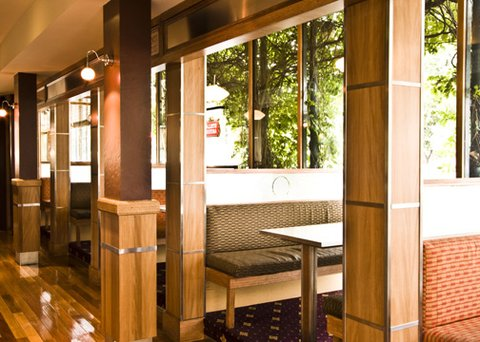 Quality Hotel Tiffins On The Park - Restaurant Booths
