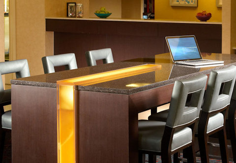 Residence Inn Montgomery - Communal Table