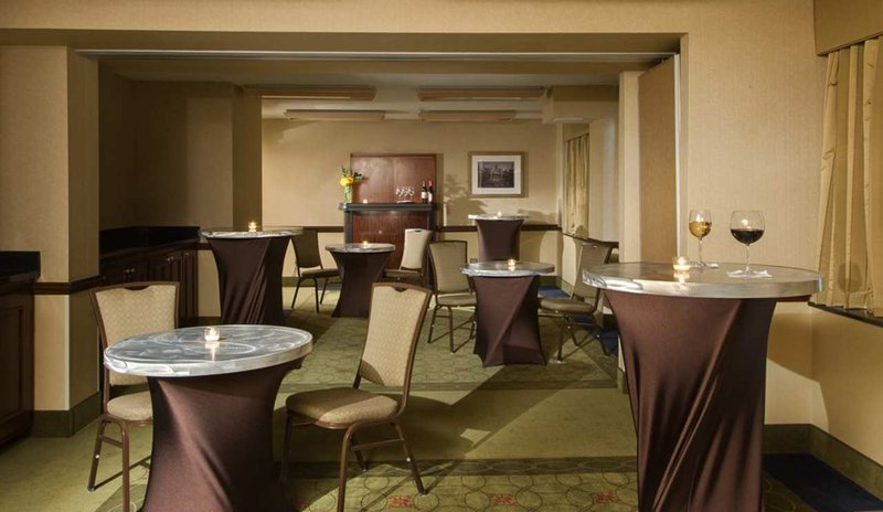 Homewood Suites by Hilton Chicago Downtown Baari/lounge