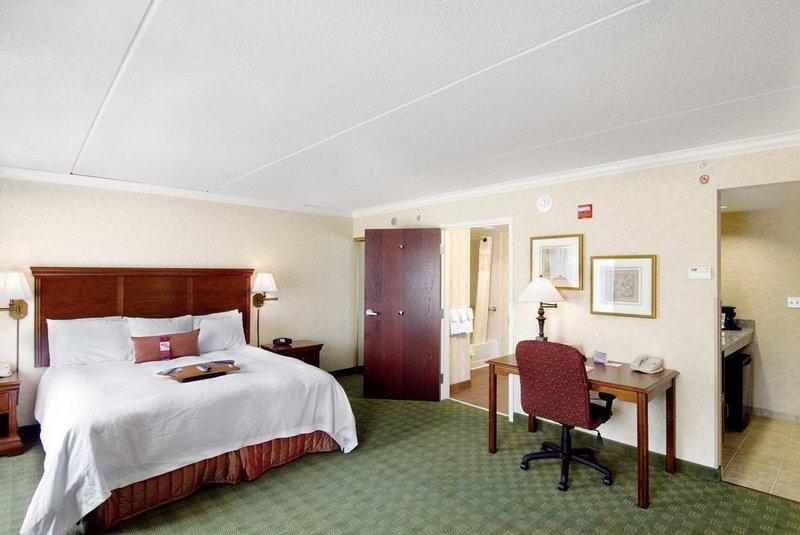 Hampton Inn & Suites Cleveland-Beachwood - Beachwood, OH