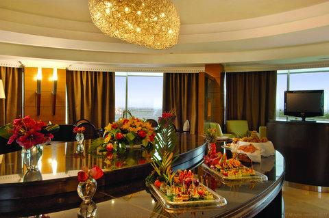فندق ميلينيوم الدوحة - Interior Club Lounge