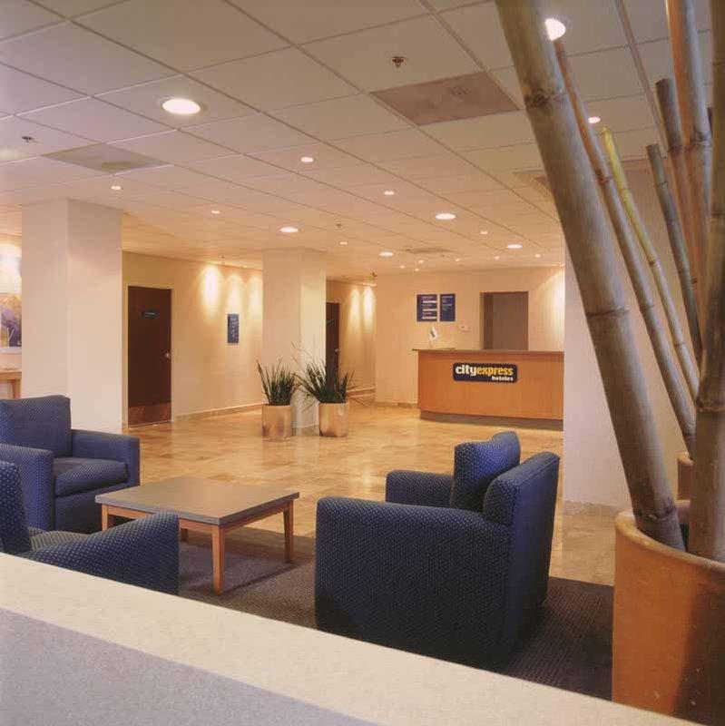 City Express Nuevo Laredo Lobby