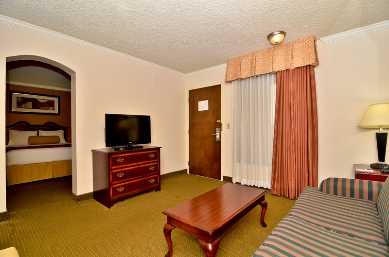 Best Western Plus Galleria Inn &amp; Suites