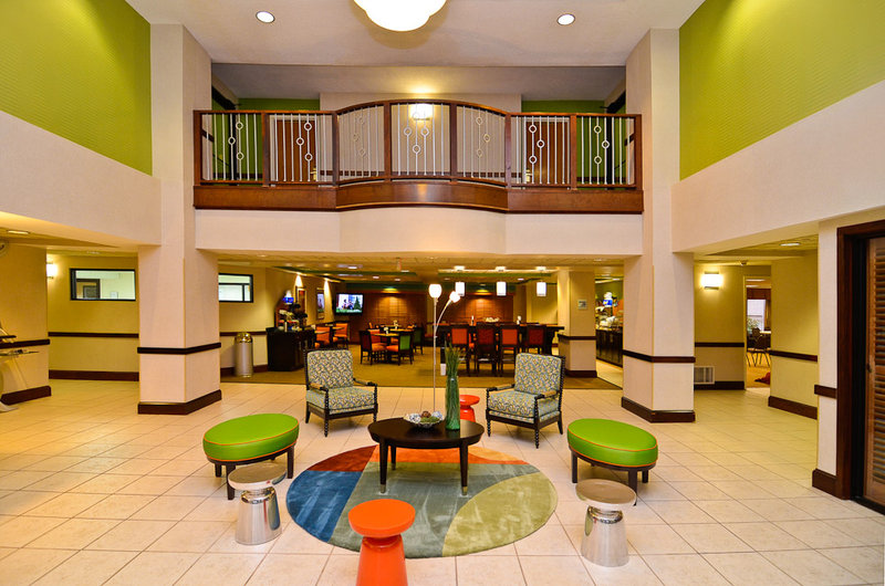 HOLIDAY INN EXPRESS CLAIRMONT