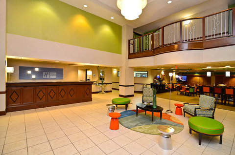 Holiday Inn Express ATLANTA NE - I-85 CLAIRMONT - Hotel Lobby