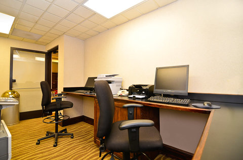 Holiday Inn Express ATLANTA NE - I-85 CLAIRMONT - Business Center