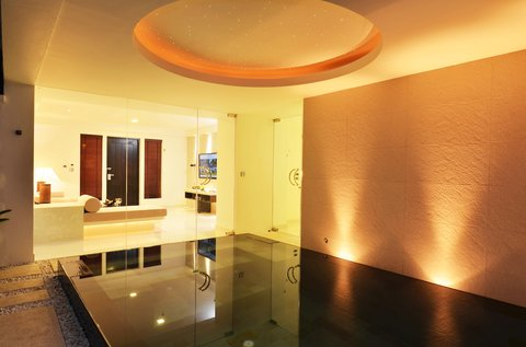 The Racha - Spa Pool Suite