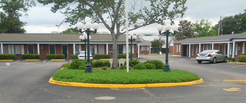 Adams Inn - Dothan, AL