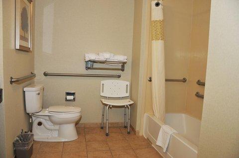 Hampton Inn Clinton - Accessible Bathroom