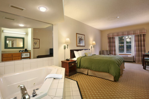 Country Inn and Suites Columbus Airport East - King Guest Room with Whirlpool