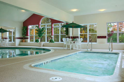 Country Inn and Suites Columbus Airport East - Whirlpool