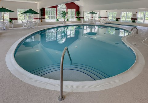 Country Inn and Suites Columbus Airport East - Pool