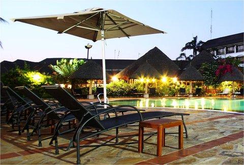 Sea Cliff Hotel - Swimming Pool at Night
