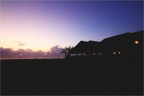 Sea Cliff Hotel - Sunrise over Karambezi Cafe