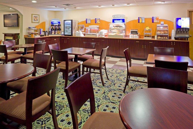 Holiday Inn Express Absecon-Atlantic City Area Ресторанно-буфетное обслуживание