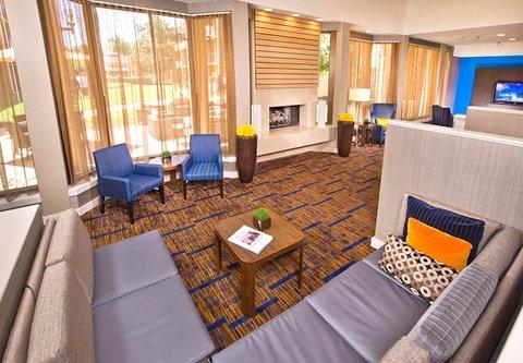 Courtyard Annapolis - Lobby - Sitting Area
