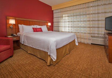 Courtyard Annapolis - King Suite - Sleeping Area