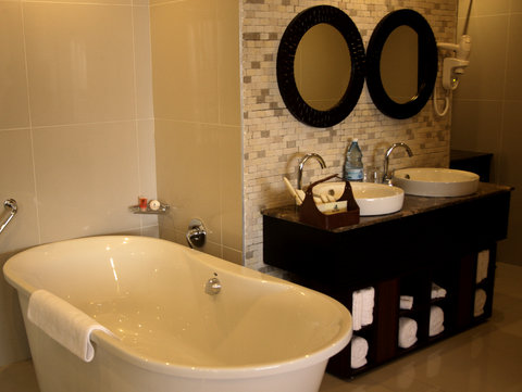Sea Cliff Hotel - Presidential Suite Bathroom