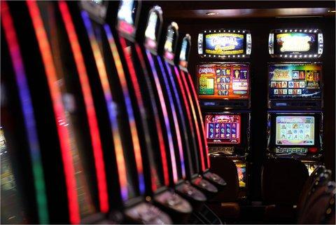 Sea Cliff Hotel - Sea Cliff Casino Neon Slot Machines