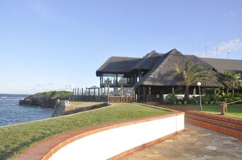Sea Cliff Hotel - Karambezi Cafe Daytime