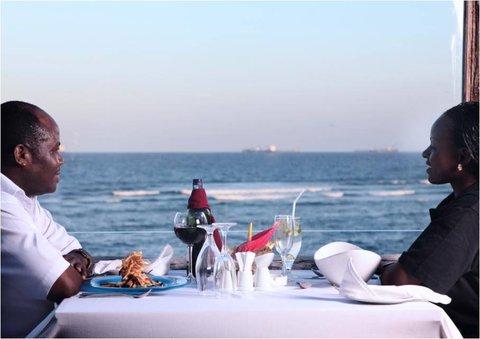 Sea Cliff Hotel - Karambezi Cafe Meal by Ocean