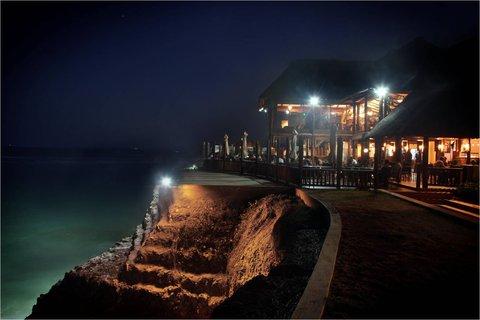 Sea Cliff Hotel - Karambezi Cafe at Night